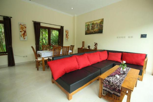 Villa Beranda Kecil, private garden, swimming pool and housekeeper in North Bali