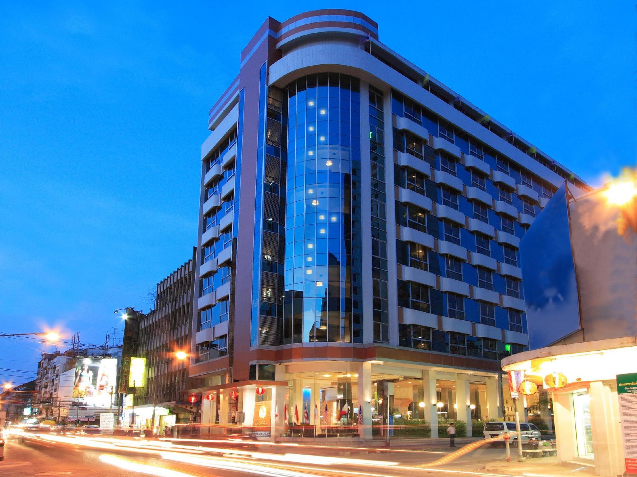 โรงเเรมโกลเด้นคราวน์ แกรนด์