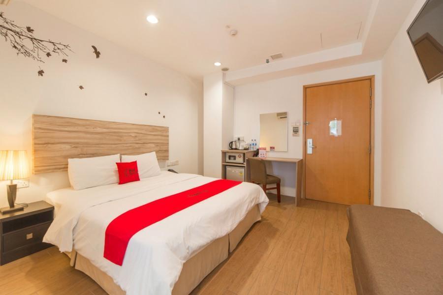 RedDoorz Plus Victoria Hotel 4