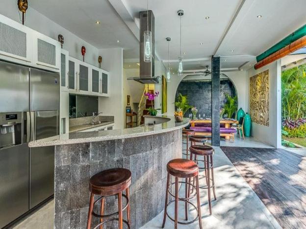 4 BR Villa Alchemy Close to Restaurant and Beach