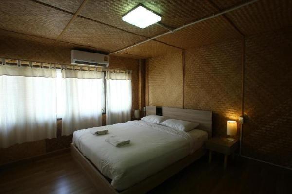 OYO 743 Sweet Mango Cafe and Hostel Chiang Mai