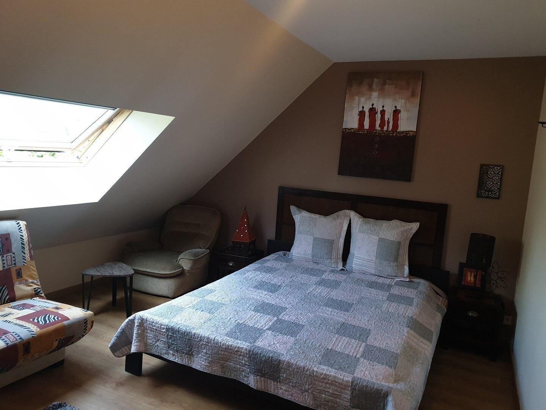 Bright suite/private bathroom 40minutes from Paris