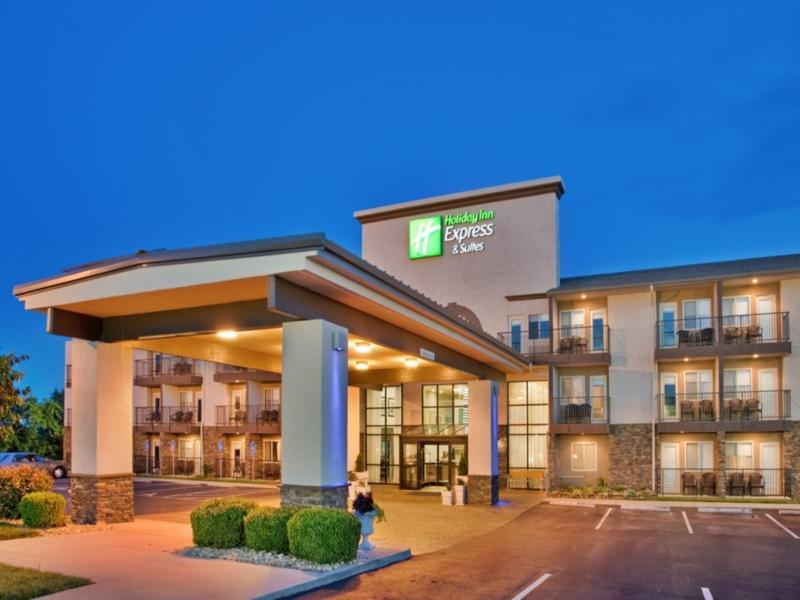 Holiday Inn Express Hotel And Suites Branson 76 Central