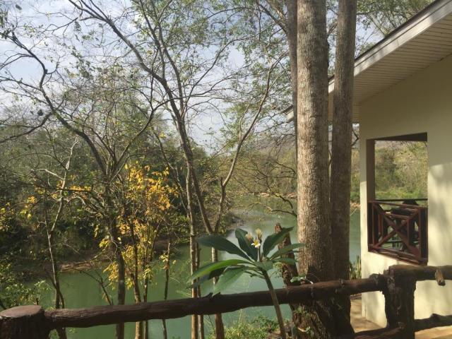 ไทรโยค ริเวอร์ เฮาส์ – Saiyok River House