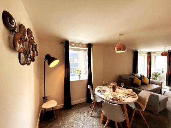 Stylish Two Bed City Apartment With Secure Parking Southampton