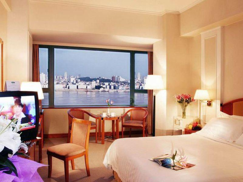 1 King Bed Suite River View Smoking