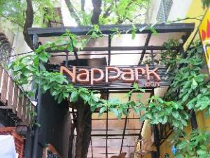 แน็พพาร์ค โฮสเทล (NapPark Hostel)