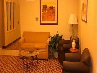Candlewood Suites Milwaukee Brown Deer Hotel