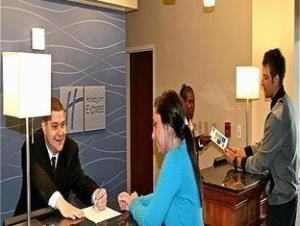 Holiday Inn Express Hotel & Suites Columbus University Area- Ohio State University