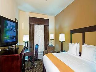 Holiday Inn Express Hotel & Suites Paris