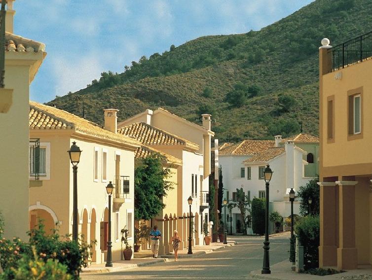 Las Lomas Village Luxury Apartments