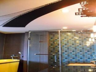 picture 3 of Basilisk Hotel
