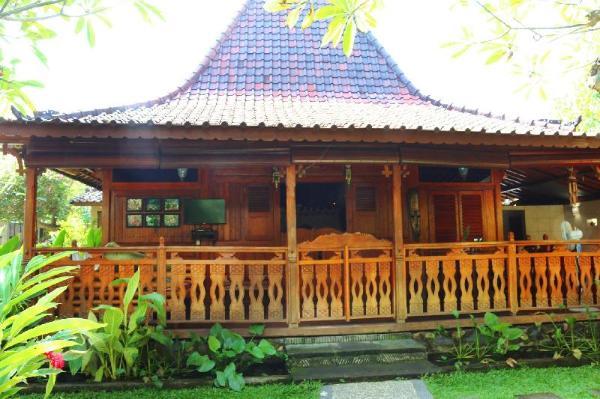 Joglo 2bed private pool at Lovina Beachhouse Bali