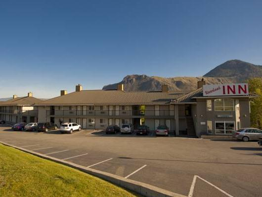 Riverland Inn And Suites