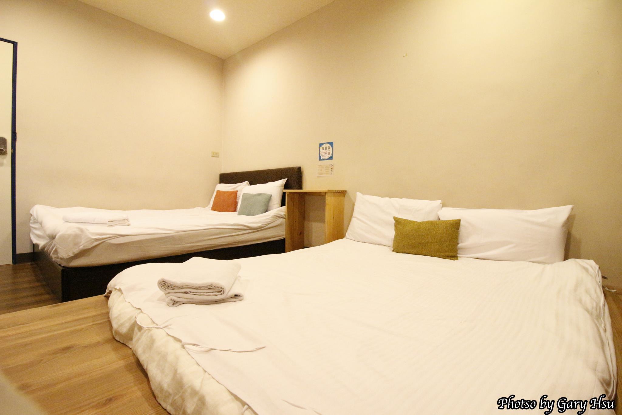 Taichung Go Around Hostel Standard 4 Pax Room2
