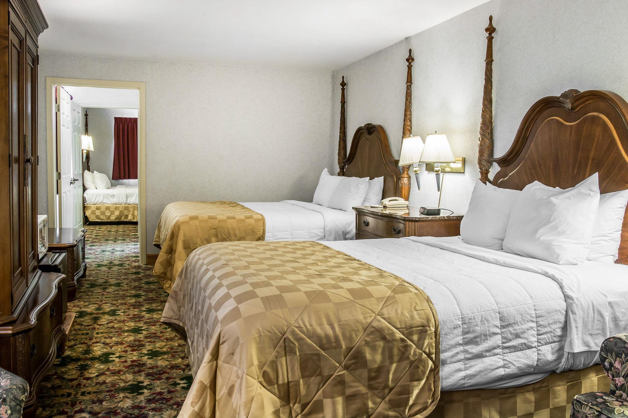 Clarion Hotel Beachfront Mackinaw City