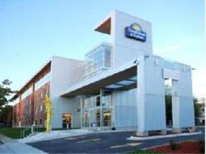 Days Inn And Suites Milwaukee