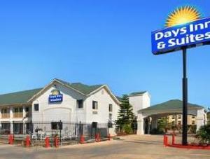 Days Inn and Suites Port Arthur