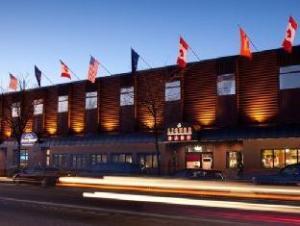 โรงแรมฮาวาร์ด จอห์นสัน นอร์ท เบิร์นนาบีส์ บูติก (Howard Johnson North Burnabys Boutique Hotel)