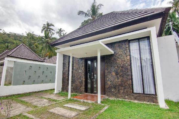 OYO 3796 Senggigi Villas Lombok