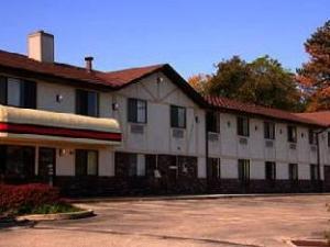 Super 8 Delmont Hotel