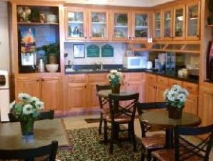 Vista Inn & Suites Warner Robins