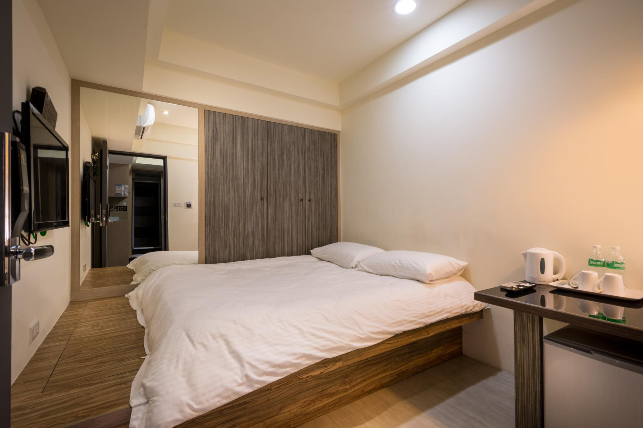 Superior Double Room  With Shared Bathroom 101stay