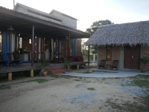 Rembulan Escape - The Container House Merang