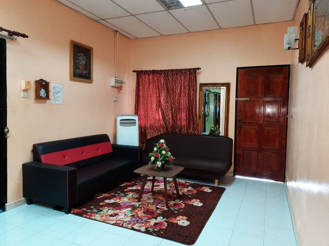 Home Stay Seri Manjung {10 pax stay}{WiFi}