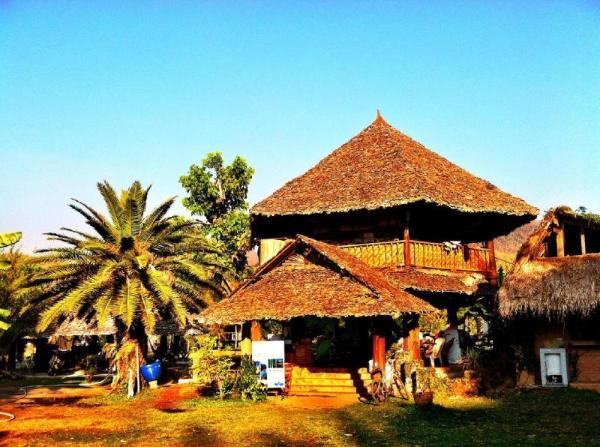 Giant House Riverside Pai