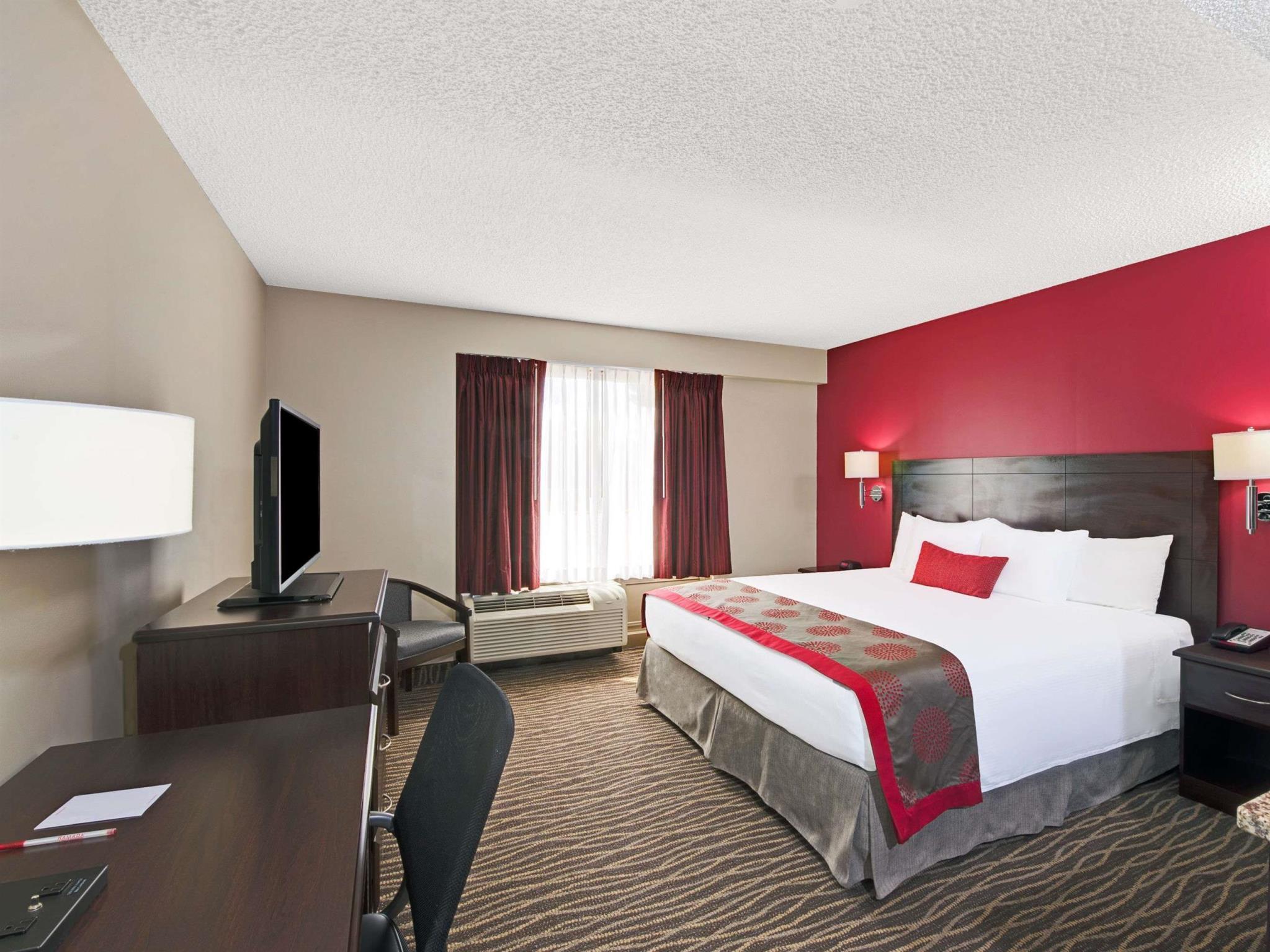 Ramada Hotel & Conference Center By Wyndham Columbus