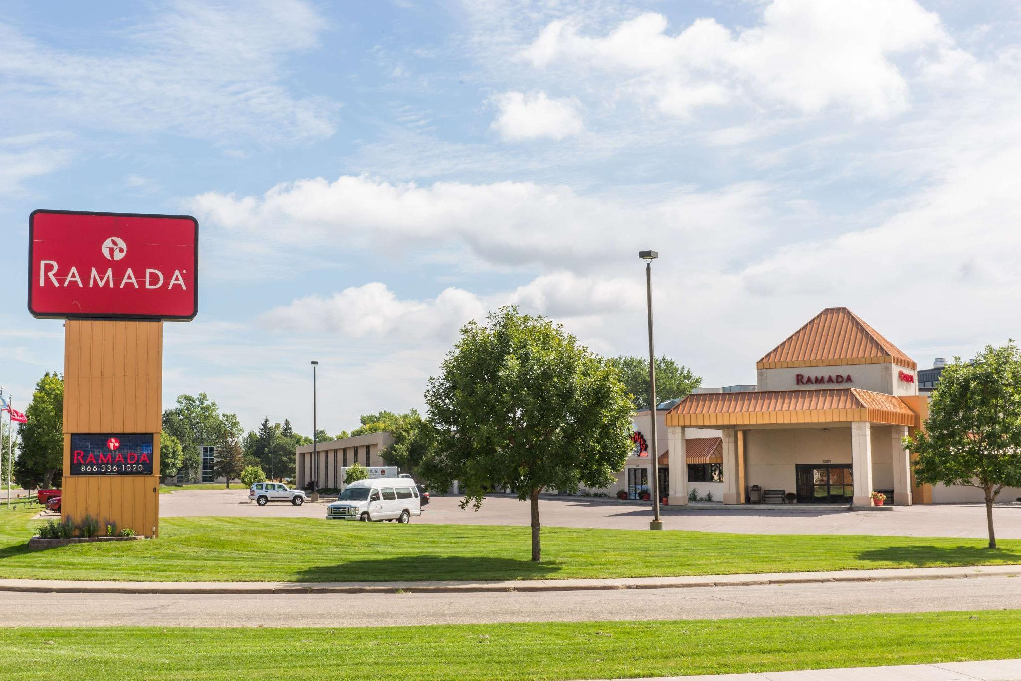 Ramada By Wyndham Sioux Falls Airport Hotel And Suites