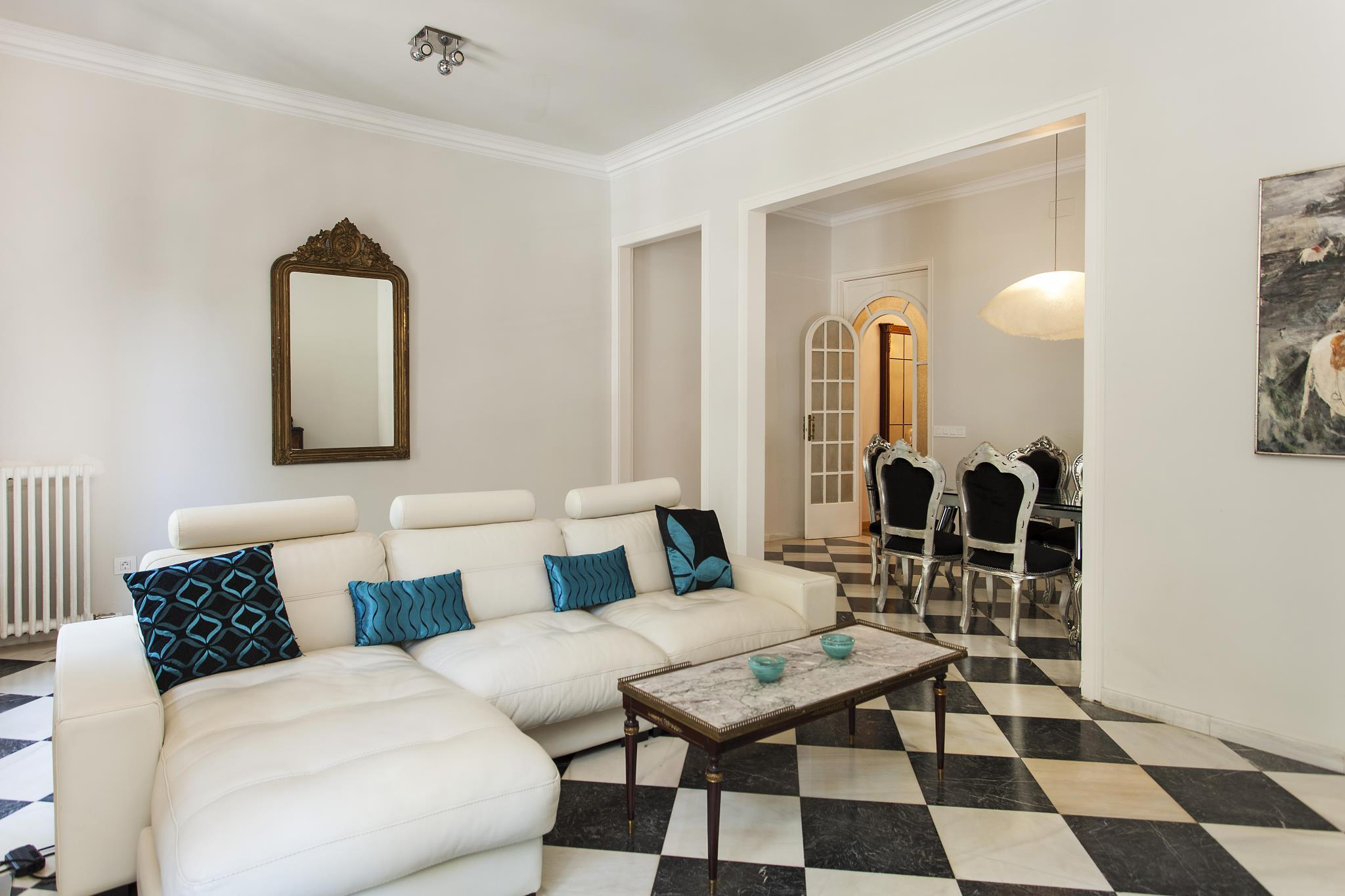 1229   Awesome City Center Apartment With Terrace