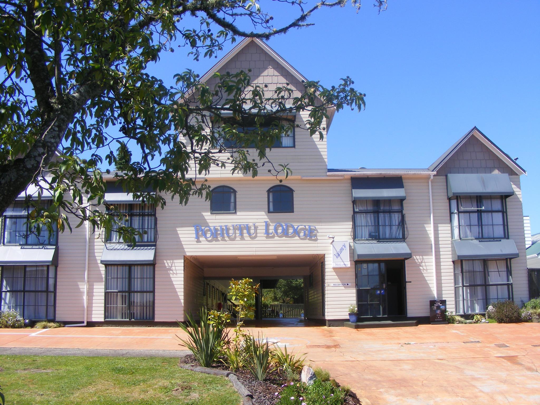 Pohutu Lodge Hotel