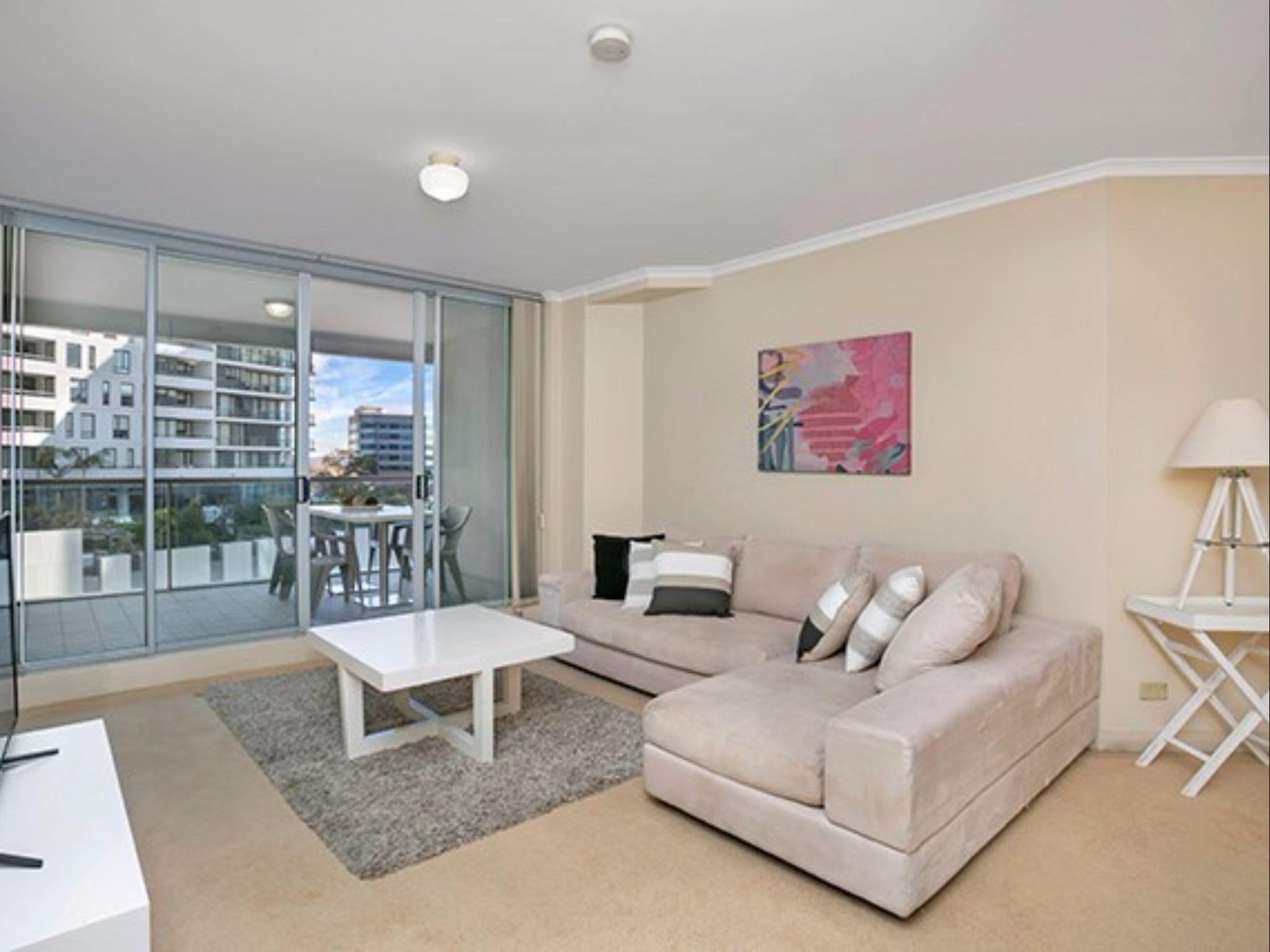 Spacious Modern Living Heart Of Chatswood   HELP8