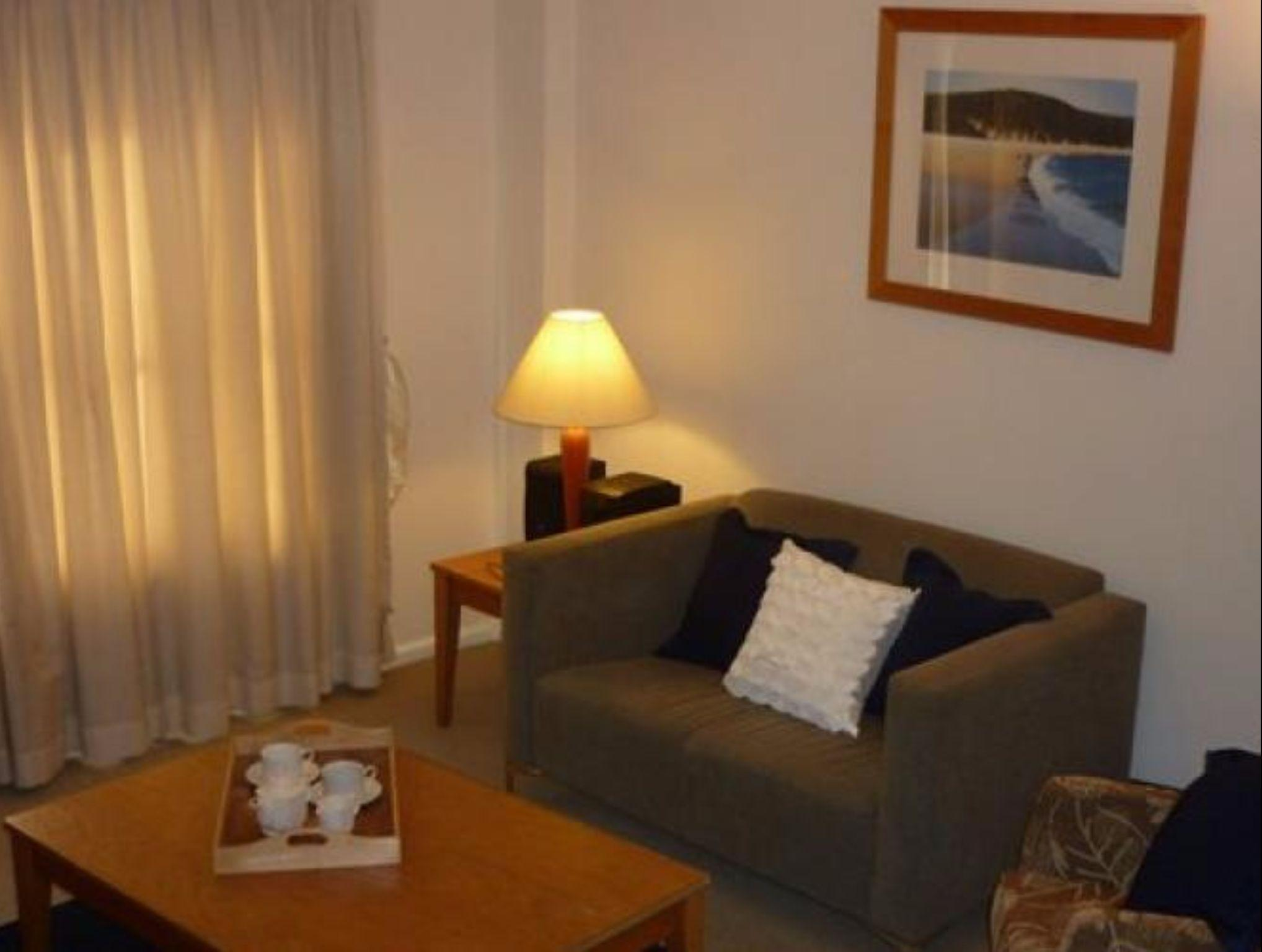 Walking Distance To Darling Harbour & CBD   GO942