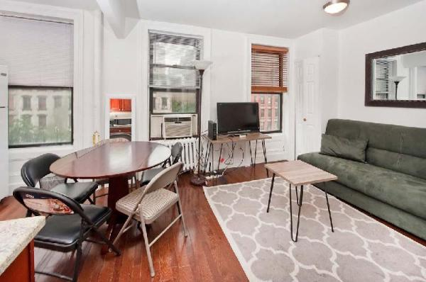 Cozy 2BR Apartment in Midtown East on East 52 St New York
