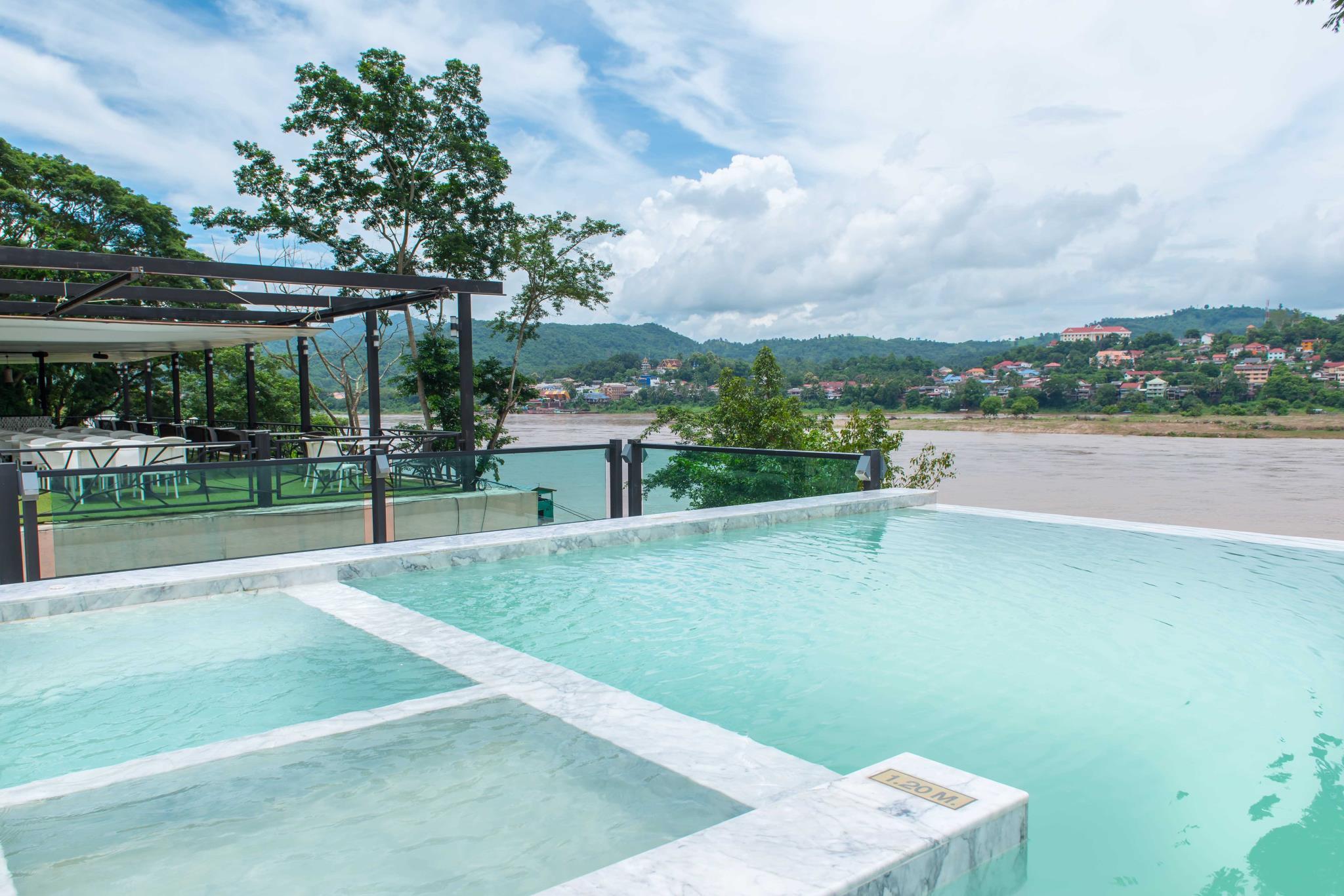 Chiangkhong Teak Garden Riverfront Hotel
