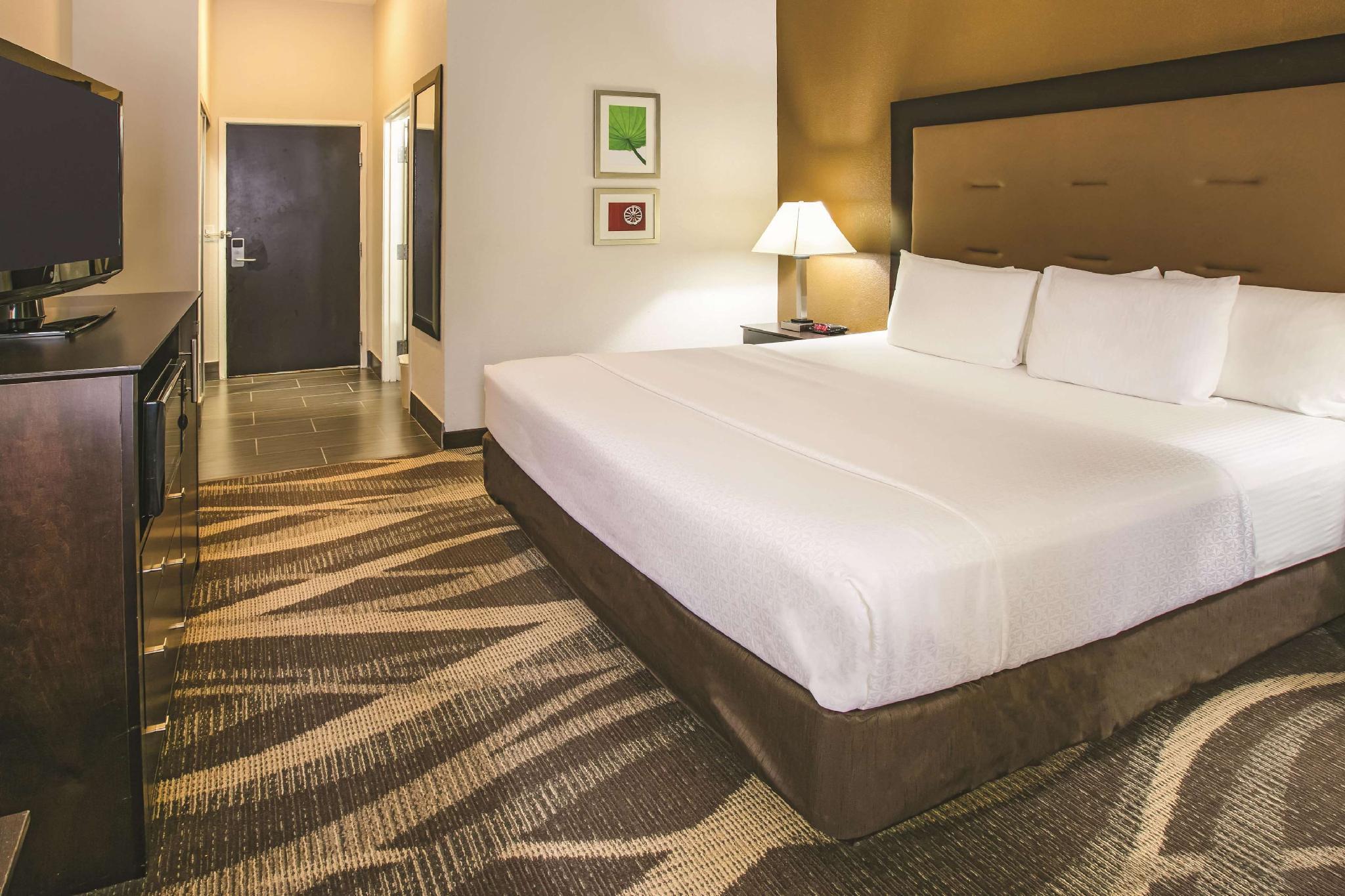 La Quinta Inn & Suites By Wyndham Dallas   Las Colinas