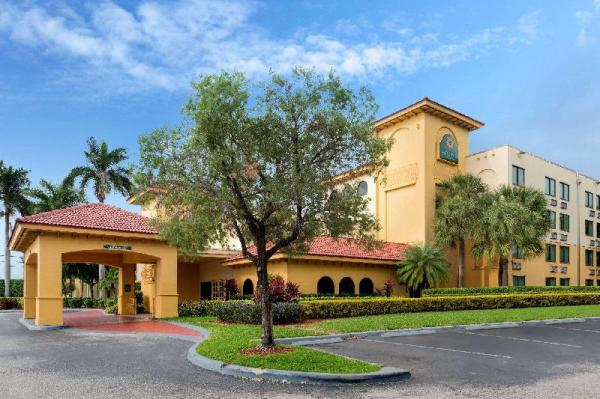 La Quinta Inn & Suites by Wyndham Ft Lauderdale Cypress Cr Fort Lauderdale