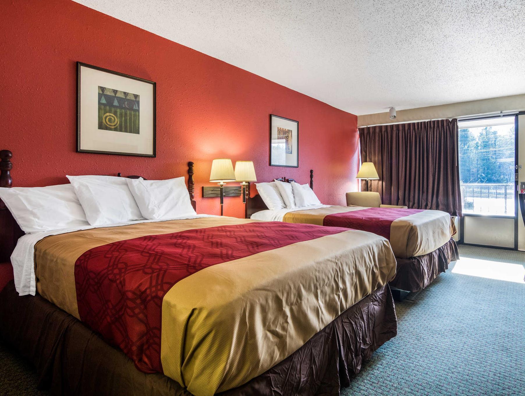 Econo Lodge Inn & Suites Conference Center