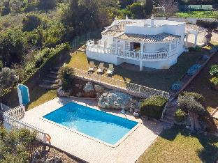 Superior villa in Albufeira with spacious garden and private pool