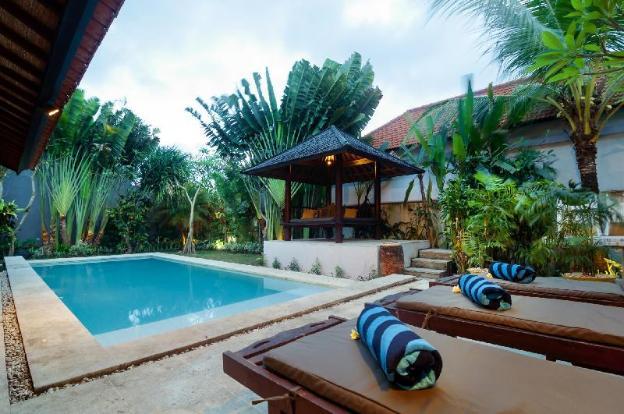 Seminyak, 7 Bedrooms, Walk to Beach, Amazing Value