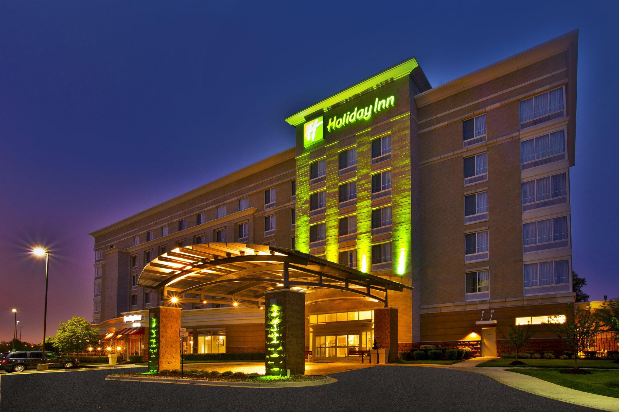Holiday Inn Hotel And Suites Detroit Metro Airport