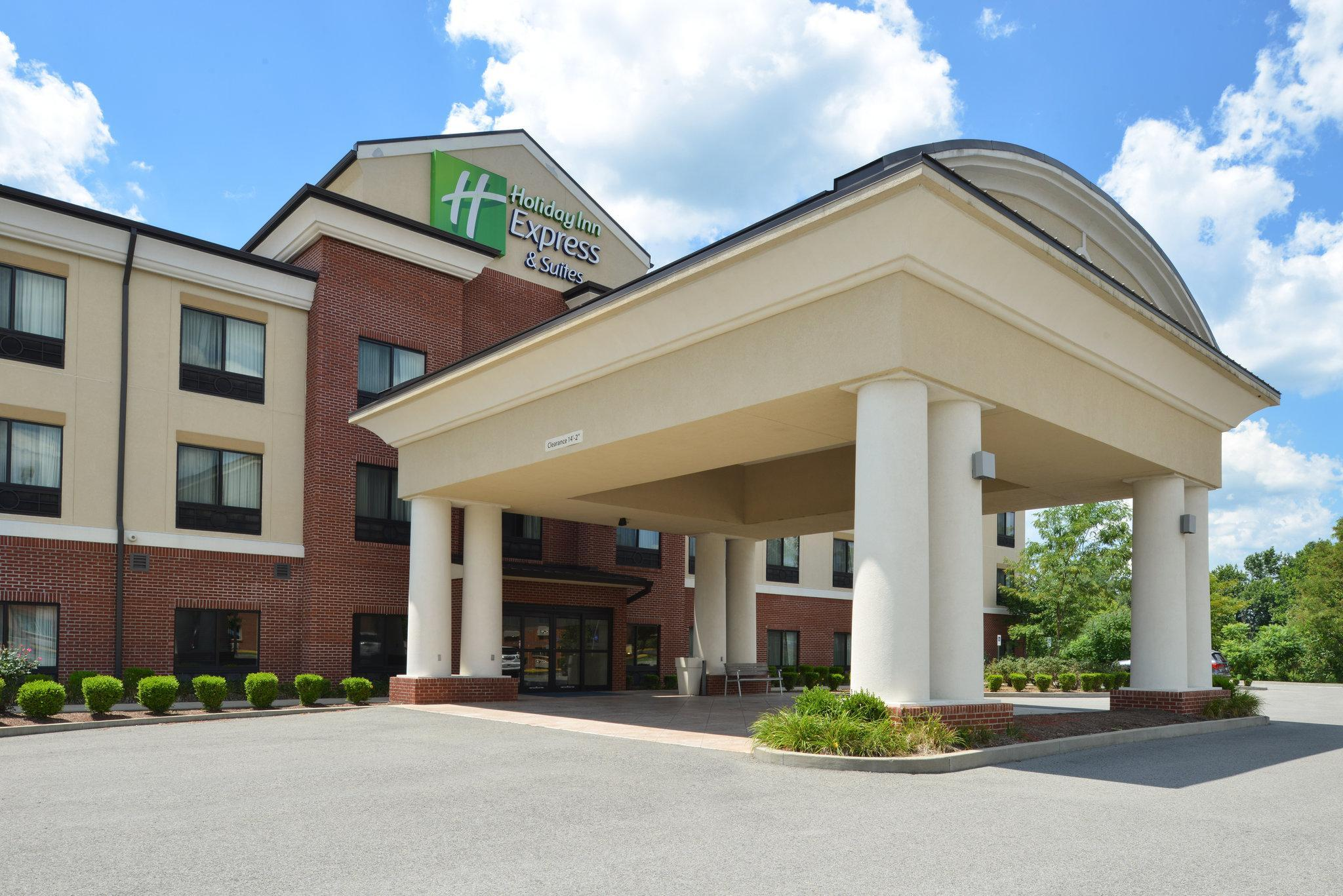 Holiday Inn Express And Suites Fairmont