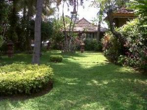 Padang Lovina Sea Side Cottages