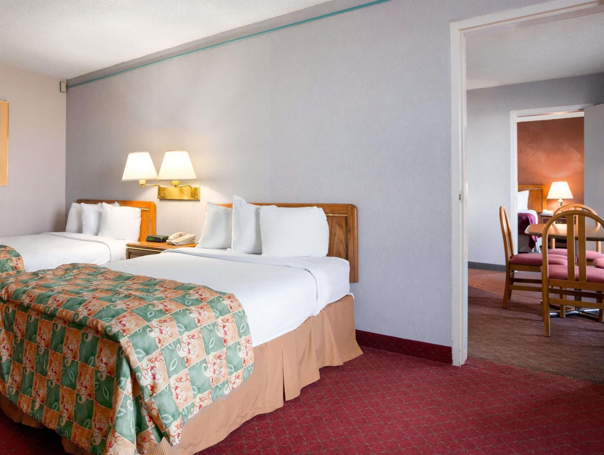 Days Inn And Suites By Wyndham Elyria