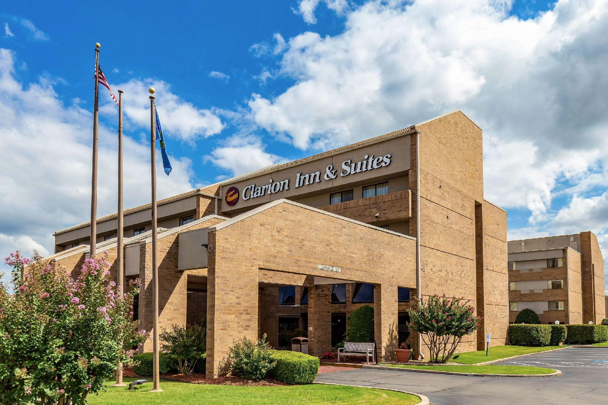 Clarion Inn And Suites Central I 44