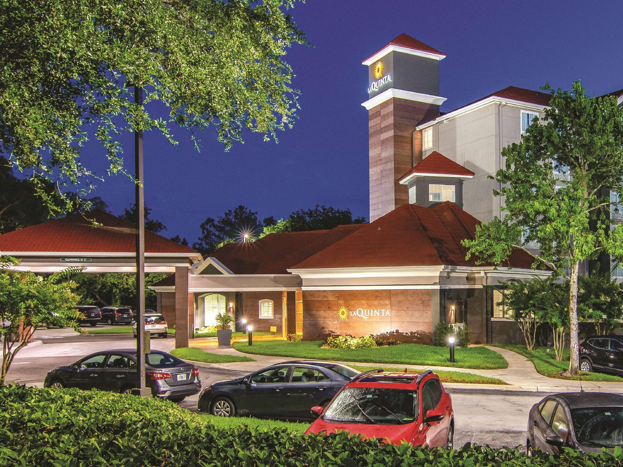 La Quinta Inn And Suites By Wyndham Orlando UCF