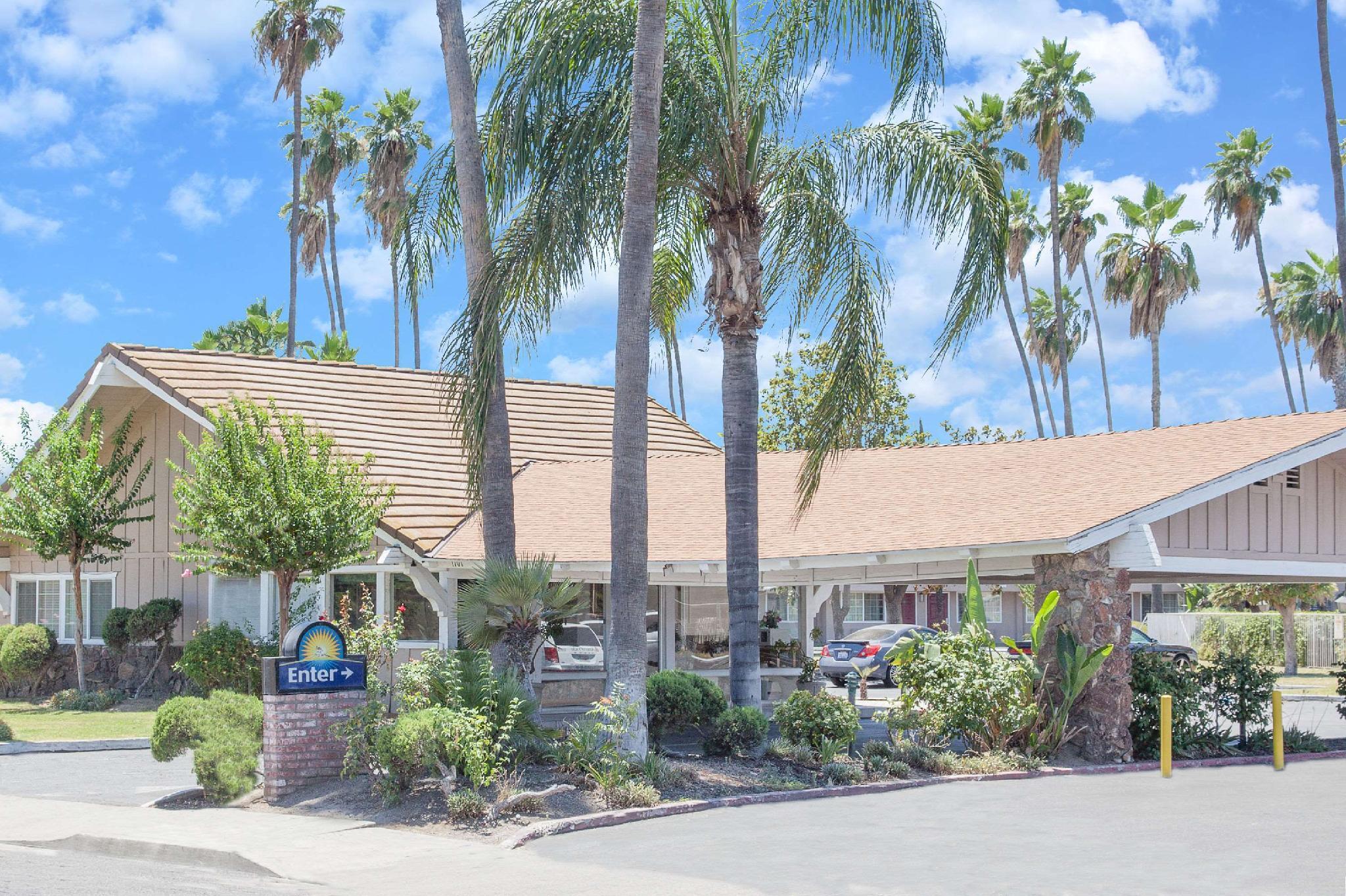 Days Inn By Wyndham Fresno Central